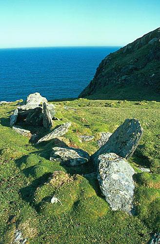 Zbytky kamenné zídky na Dursey Head