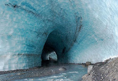 Tunel v ledovci Kverkfjöll