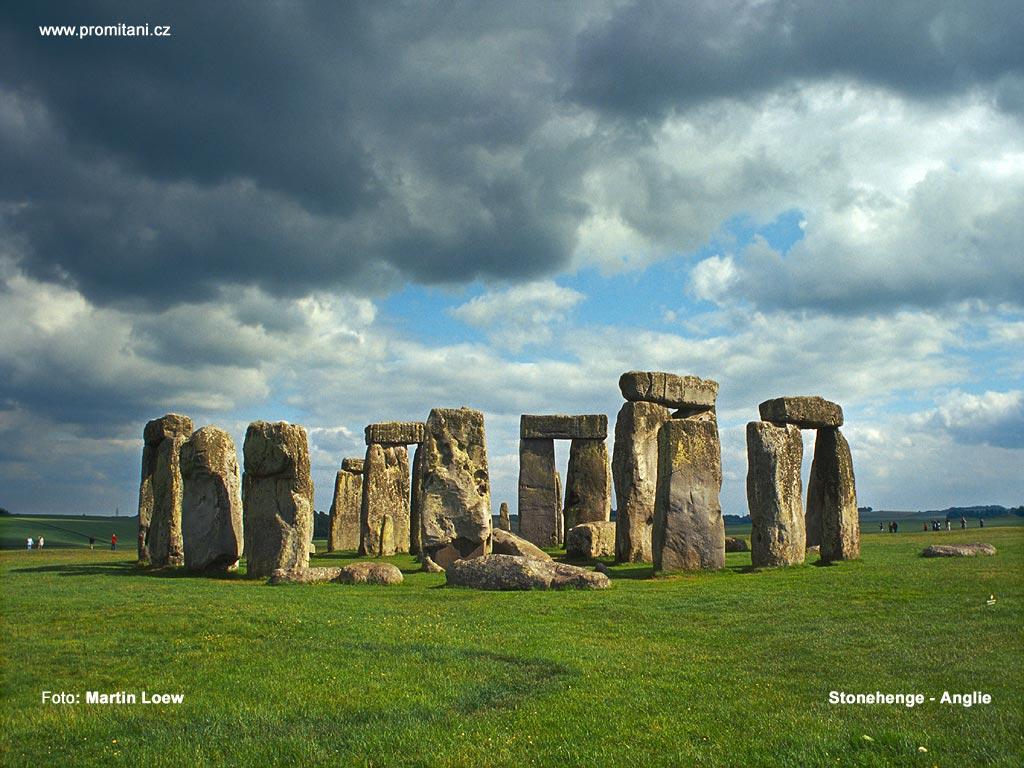 Megalitická památka stonehenge z jižní anglie přitahuje pozornost