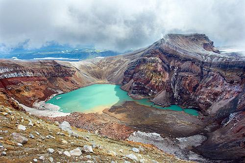 Jezírko v kráteru sopky