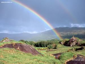 Duha nad národním parkem Killarney v Irsku