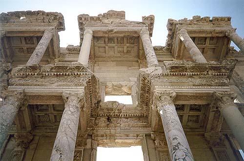 Průčelí Celsovy knihovny v Efesu
