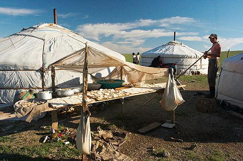 Mongolsko - Sušení sýra