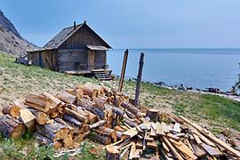 Srub na břehu Bajkalu